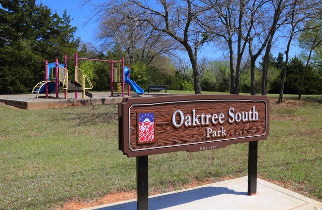Oaktree South Park Sign
